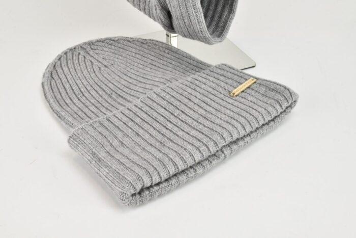 Set sciarpa e berretto grigi a costine Trussardi Accessori